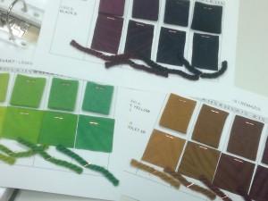 Muutama esimerkki kansiosta yhdistelmävärit villassa, väripitoisuus 2 %.