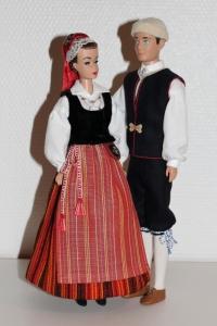 Barbeja Vehkalahden ja Johanneksen puvuissa, kuva Jenni Koskela.