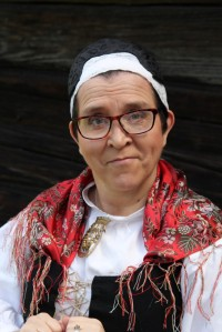 Oiva ope ja yhteistyökumppanini, ompelija Tuulikki Matikainen.