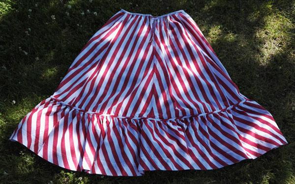 Pielisen-Karjalan kansallispuvun alushame ommeltiin Lajulan kangastuvalla.